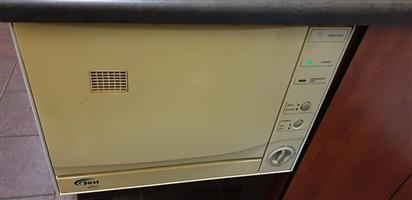Mini dishwasher