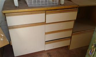 FUNKY LOOK FOR A TIRED KITCHEN WITH EXCELLENT CUPBOARDS AT A GREAT PRICE