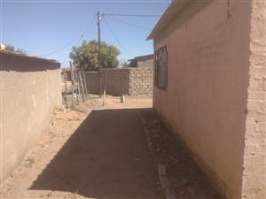 2 bedrooms house available for sale in hammanskraal kanana about 1 km to the mall of jubilee spacious yard title deed available