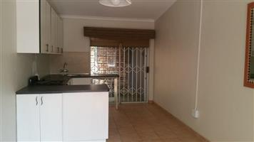 Garden Flat to rent in Riviera