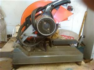 Makita 350mm cut off machine