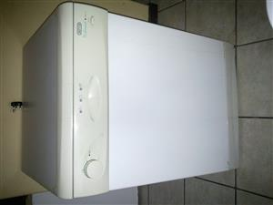 Defy DW-12 dishwasher in a good condition. Inferior-Stainless steel