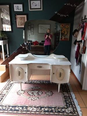 50's style dressing table