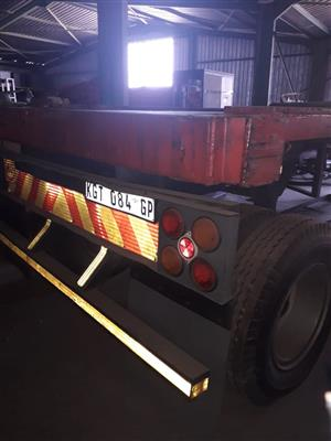 FLAT DECK SINGLE AXLE IN GOOD CONDITION