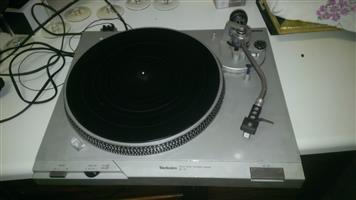 Technics Turntable SL-D1