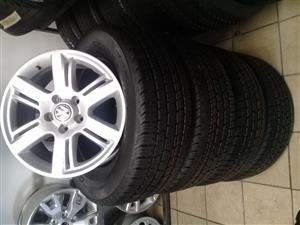 VW AMAROK 17'' OEM ORIGINAL SET OF MAGS WITH SET OF NEW TYRES 265/65/17  4X SET COMBO R11999,