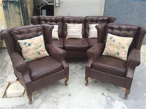 Antique look lounge suite