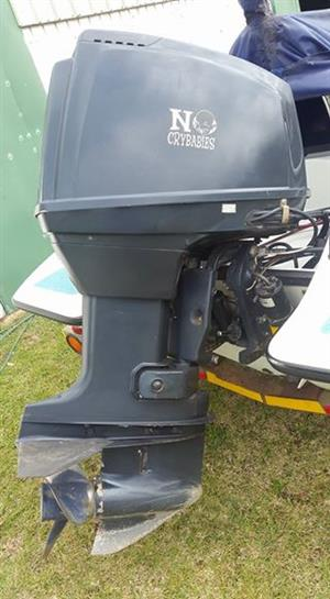 Suzuki DT 140 HP outboard motor trim and tilt short shart perfrct for waterski boats or shallow water use.