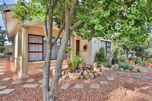 Perfectly situated Family Home in Dana Bay