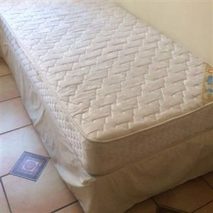 Edblo single bed base & matres