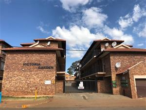 Victoria Gardens, Kempton Park 44m2 Unit. 2 Bedrooms with build-in cupboards, 1 bathroom, Open plan kitchen / lounge area