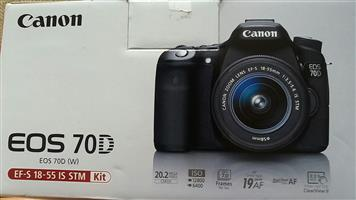Canon EOS 70D with STM 18-55mm kitlens LENS. Spotless