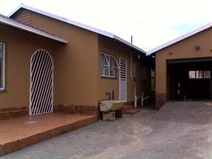 3 bedroom house for rentals in Protea North Soweto