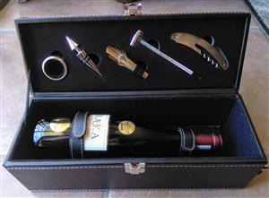 Wine bottle gift case with Accessories