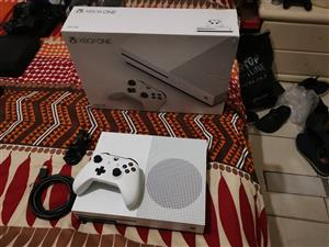 Xbox one s 500gb console brand new includes all cables
