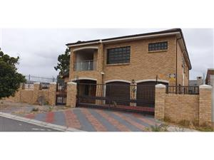 8 Bedroom house for sale in Kuilsriver