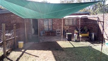 Hartbeespoortdam. Broederstroom. 1 Bedroom cottage to let. R 1690 Water and Lights included.