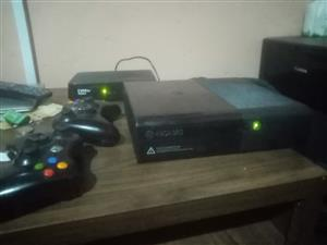 Xbox 360 console with 2 joypads and 23 games