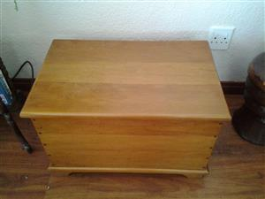 Yellow Wood trunk, country or farm house look, nice condition