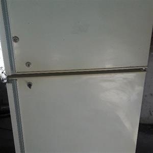Fridge master Fridge freezer 220l