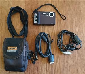 Samsung L83T kamera met sak en 4gb sd card