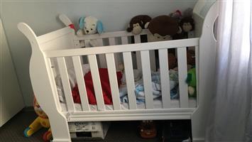 Baby Cot & Compactum