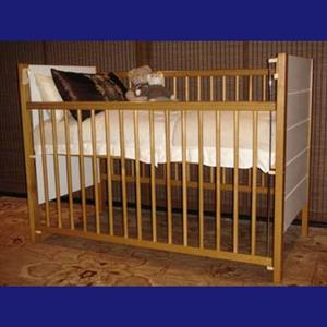 Cot in Solid wood - brand new