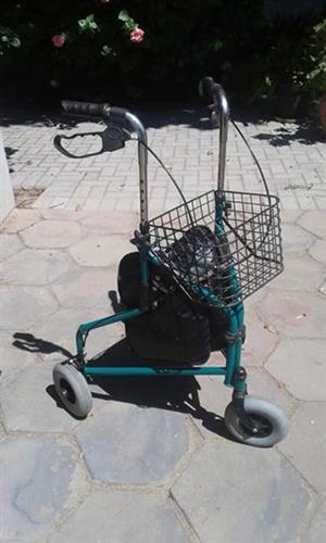 Disabled loopkarretjie en stortstoel
