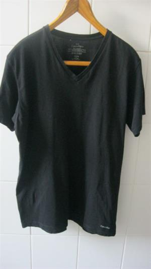 CALVIN KLEIN V-Neck T-Shirt (Medium)