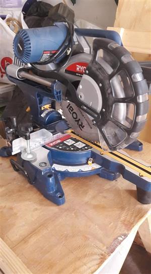R YOBI sliding mitre saw