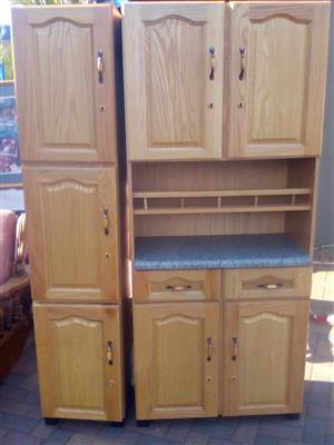 2 x Loose standing Wooden Kitchen Cupboards