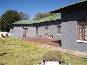 LARGE HOUSE FOR SALE - GROOTVLEI - MPUMALANGA - R1.1M NEG