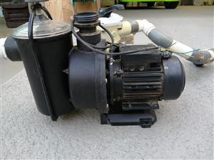 Swimming pool pump and Filter system for sale R2700neg Please Contact Vicky on 071 871 2046