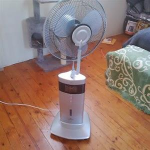 Russell Hobbs Mist Fan with remote