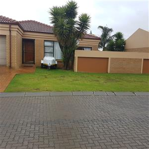 Three bedroom cluster (house) in complex