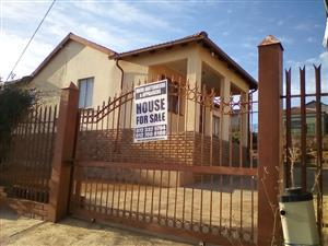 3 BEDROOMS FOR SALE R530 000.00 SOSHANGUVE M CALL QUINTON FOR MORE INFO @ 0723325794 / 0127000100