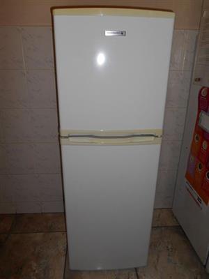 Kelvinator 220L fridge freezer, with safety-glass shelves.