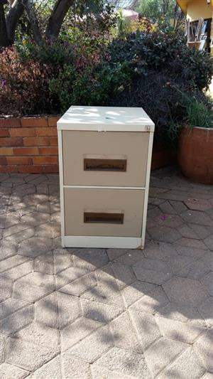 2 Drawer filing cabinet with key