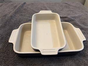 Le Creuset Stoneware Serving dishes (mint condition)