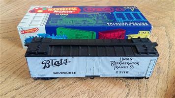 Union refrigerator transit model train