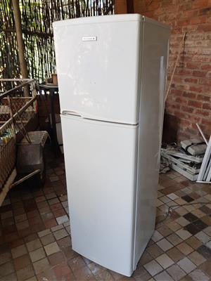 White Kelvinator 220 liter double door fridge freezer in good condition with all its shelves and it is working 100% for sale - R1395 cash if you collect.  I CAN DELIVER for only R200 in Pretoria area.  Whatsapp , sms or call Pierre on 0825784861.