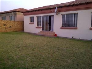 Midrand - 2 bedrooms 2 bathrooms cluster in a secure complex R9000