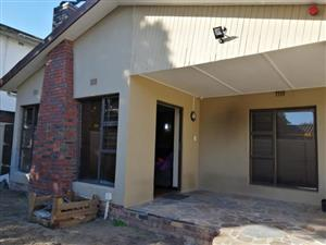 3 Bedroom house for sale in Glenhaven for R1,650,000