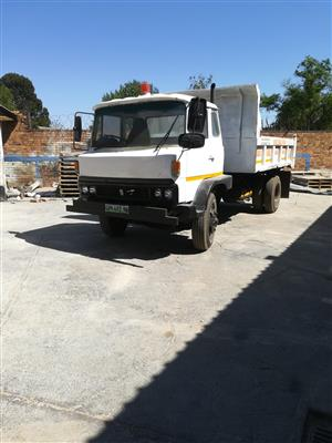 1980 TOYOTA HINO 6 CUBE TIPPER