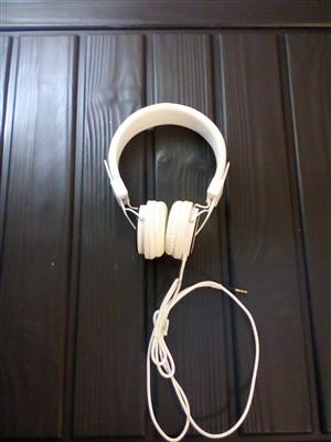 MUSIC FAN'S DREAM - Brand New Polaroid White Headphones!!