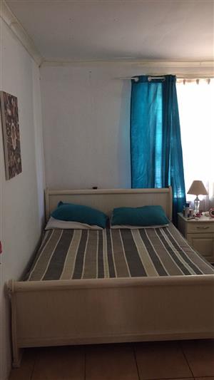 Queen size sleigh bedroom suite
