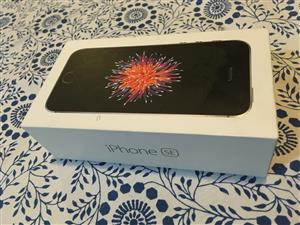 iPhone SE Space Grey 32 Gb in good condition