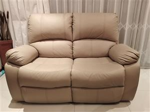 GRAFTON EVEREST 2 SEATER COUCH EXCELLENT CONDITION