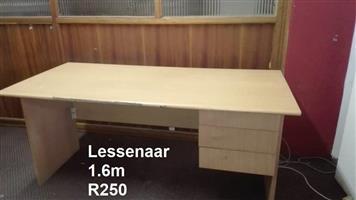 Ligte hout lessenaar te koop