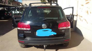 VW TOUAREG TDI 2.5  2010 MODEL FOR STRIPPING